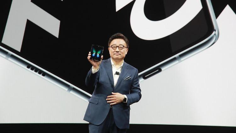 Samsung Galaxy Fold DJ Koh.jpg