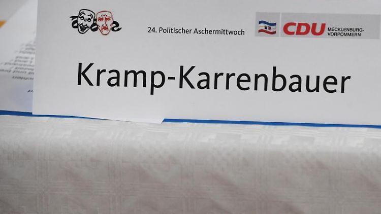 Am Platz der Bundesvorsitzende der CDU Annegret Kramp-Karrenbauer (AKK) ist ein Schild aufgestellt. Foto: Stefan Sauer
