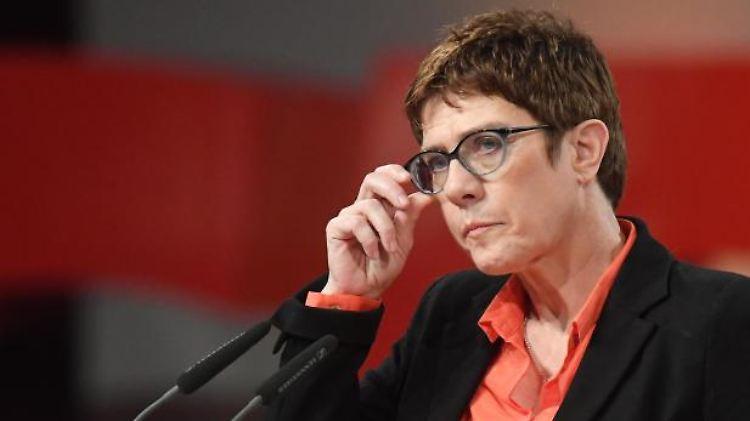Annegret Kramp-Karrenbauer, CDU-Bundesvorsitzende, spricht bei einer Veranstaltung. Foto: Stefan Sauer/Archiv