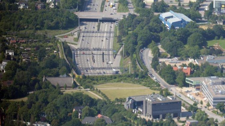 Die Autobahn 7 führt in Richtung Norden aus dem Elbtunnel in Hamburg-Bahrenfeld. Foto:Marcus Brandt/Archiv