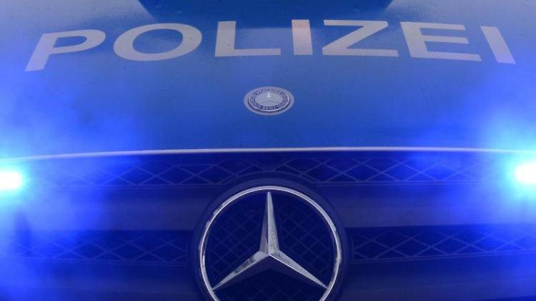 Polizeiwagen mit Blaulicht. Foto: Patrick Seeger/Archiv