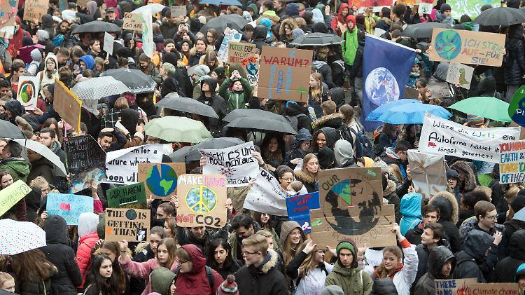 Schüler demonstrieren für Klimaschutz