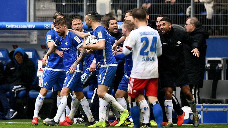 Bitter für den HSV: Darmstadt 98 jubelt spät zweimal.