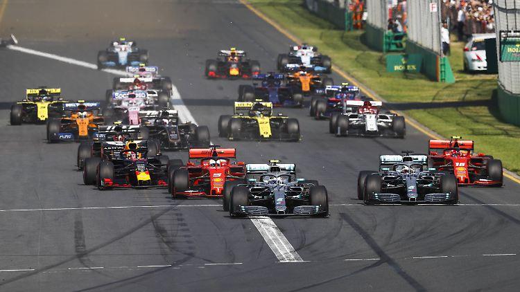 Mercedes verteidigte seine Doppelführung vom Start - im Ziel allerdings in umgekehrter Reihenfolge.