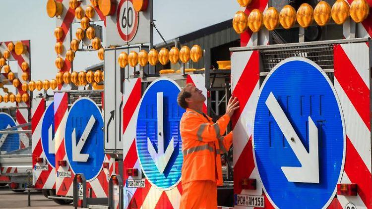 Sperranhänger für die Absicherung von Autobahnbaustellen. Foto: Jens Büttner/Archiv