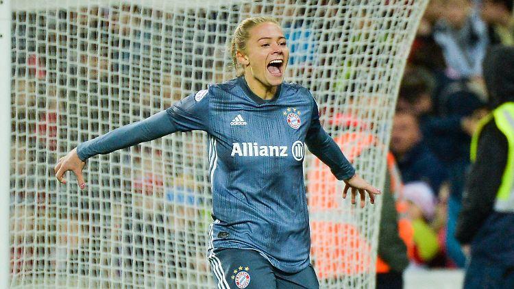 Fridolina Rolfö traf für den FC Bayern München - und nährte den Triple-Traum!