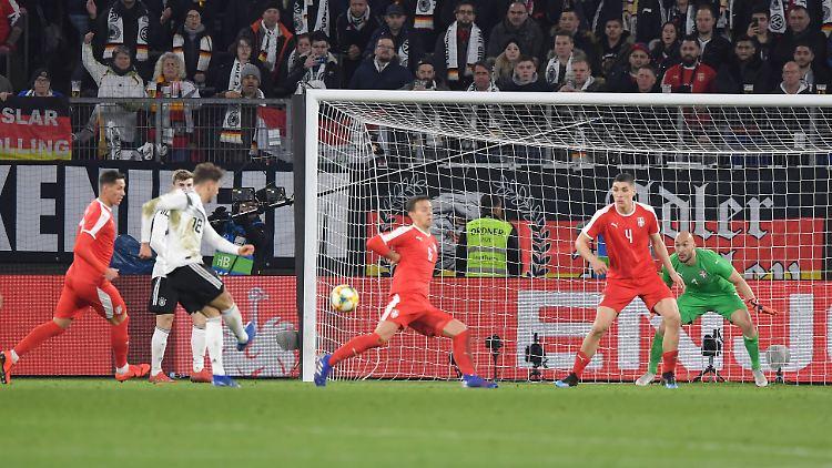 Wenig später war der eingewechselte Leon Goretzka aber konsequenter: Der Profi vom FC Bayern München erzielte in der 69. Minute in seinem 20. Länderspiel schon sein siebtes Tor.