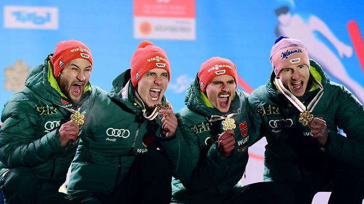 Die deutschen Skispringer um Markus Eisenbichler (links) durften sich bei ihren Weltmeisterschaften über jede Menge Edelmetall freuen.