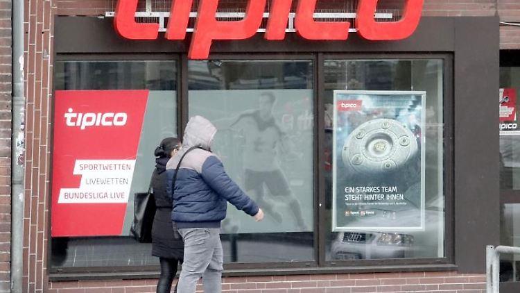 Ein Wettbüro des Anbieters Tipico in Kiel. Foto: Carsten Rehder/Archiv