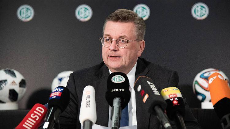 Reinhard Grindel bei seiner letzten Pressekonferenz als DFB-Präsident. Am 15. April 2016 hatte er das Amt angetreten.