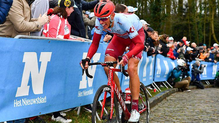 Nils Politt kann auch auf den unangenehmen Pflastersteinpassagen bestehen. Eine Qualität, die ihn für die Flandernrundfahrt, mehr noch aber für Paris-Roubaix prädestiniert.