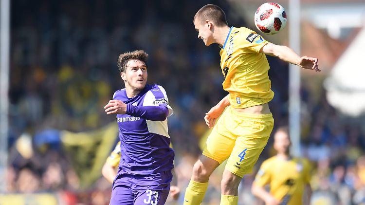 Benjamin Girth (l.) und dem VfL Osnabrück ist der Zweitliga-Aufstieg wohl nicht mehr zu nehmen. Girth traf zum entscheidenden 1:0 über Eintracht Braunschweig.