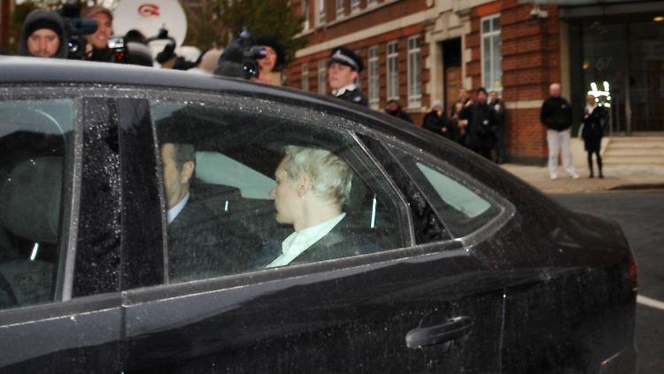 APTOPIX_Britain_WikiLeaks_LON822.jpg3467914318495720366.jpg