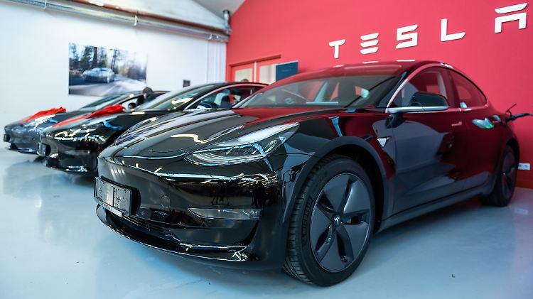 Kunden sollten die Basisversion des Model 3 jetzt wieder im Laden kaufen