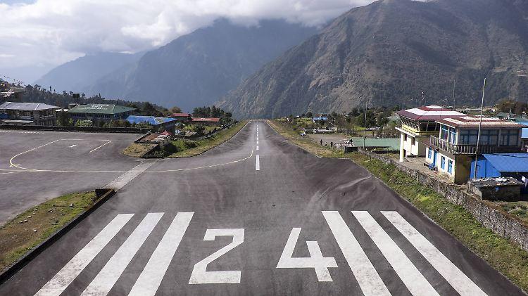 Gefährlichster Airport der Welt:Flugzeugcrash am Mount Everest - drei Tote