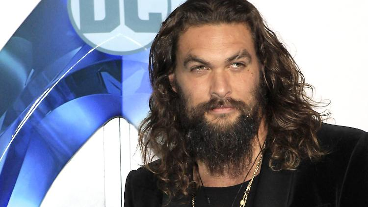 Jason Momoa (Khal Drogo, Game of Thrones) rasiert Vollbart ab