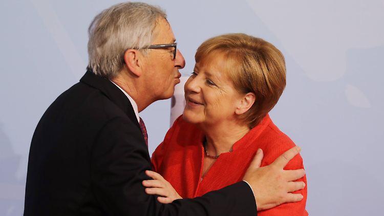 Deutschland - Juncker: Merkel wäre hoch qualifiziert für EU-Amt