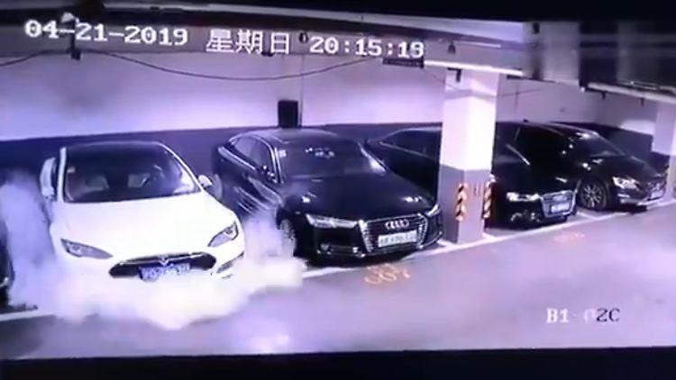 China: Tesla untersucht Explosion in Garage