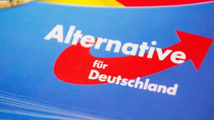 Das Logo der AfD auf einem Flyer. Foto: Christophe Gateau/Archiv