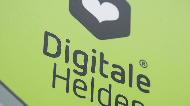 Das Logo an der Fassade der Geschäftsstelle der gemeinnützigen GmbH