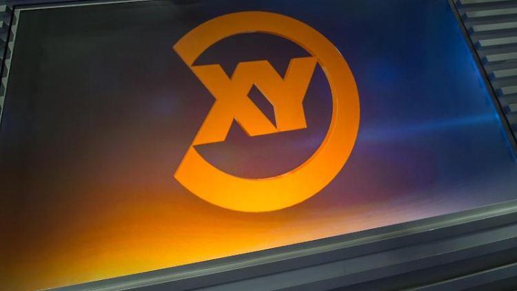Eine Projektion des Logos der Sendung