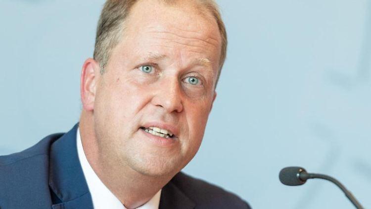 Der nordrhein-westfälische Integrationsminister Joachim Stamp (FDP). Foto: Christophe Gateau/Archivbild