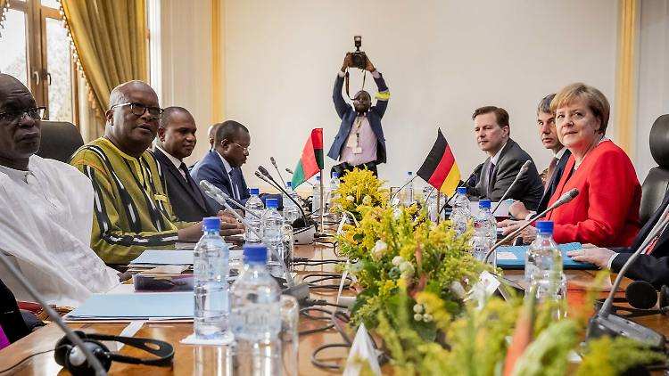 Merkel sagt Sahel-Staaten Unterstützung im Kampf gegen Dschihadisten zu