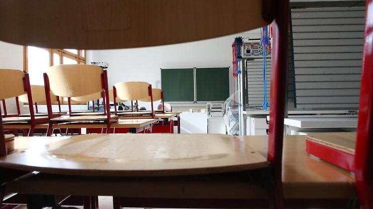 Ein leeres Klassenzimmer. Foto: Bodo Schackow/Archivbild