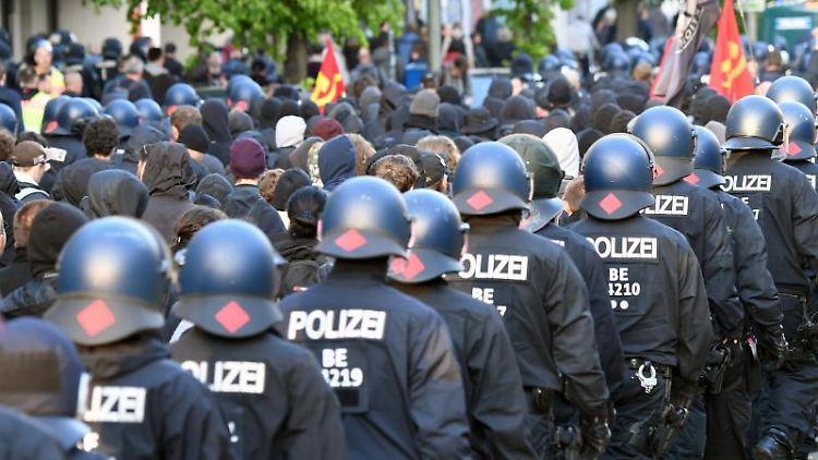 Bilanz zum 1. Mai: 39 verletzte Polizisten. Foto: Ralf Hirschberger