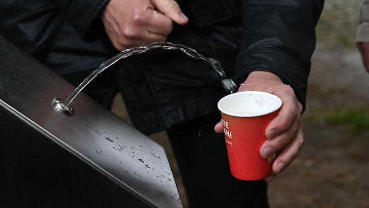 Eröffnung einer Trinkwasser-Zapfstelle in Bremen.Foto: Carmen Jaspersen