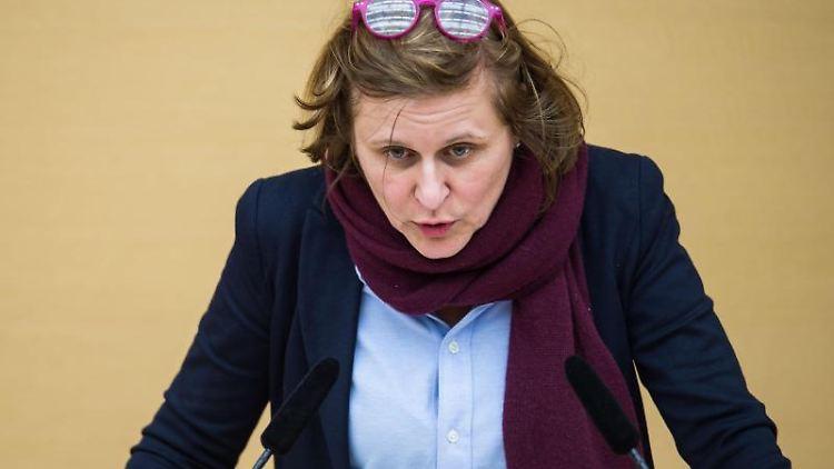 Simone Strohmayr (SPD) spricht bei einer Plenarsitzung im Landtag. Foto: Lino Mirgeler/Archivbild