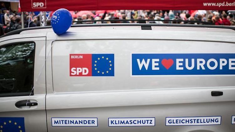 Ein Wahlkampf-Mobil der SPD bei der
