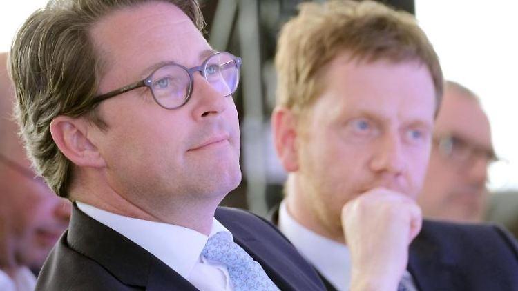 Bundesverkehrsminister Andreas Scheuer (CSU/l.) und Sachsens Ministerpräsident Michael Kretschmer (CDU). Foto: Sebastian Willnow/Archivbild