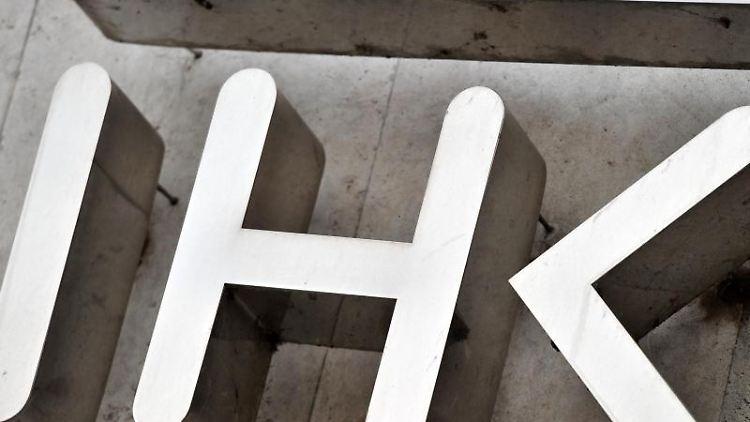 Das Logo der Industrie- und Handelskammer (IHK). Foto: Hendrik Schmidt/Archivbild