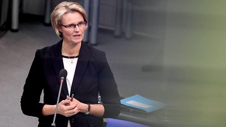 Unsichtbare Bildungsministerin Karliczek Kommt Endlich Aus