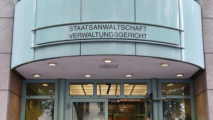 Der Eingang zum Gebäude der Staatsanwaltschaft und dem Verwaltungsgericht. Foto: Jens Kalaene/Archiv