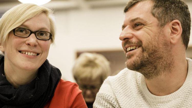 Nina Stahr und Werner Graf (Bündnis 90/Die Grünen) sitzen nebeneinander. Foto: Carsten Koall/Archivbild