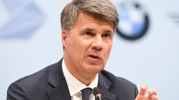 Harald Krüger, Vorstandsvorsitzender der BMW AG, bei einer Pressekonferenz. Foto: Tobias Hase/Archivbild