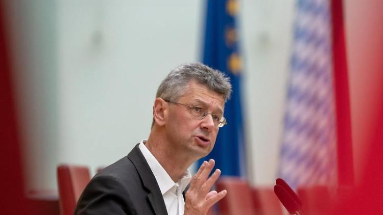 Michael Piazolo (Freie Wähler), bayerischer Kultusminister, während einer Rede imLandtag.Foto:Peter Kneffel/Archivbild