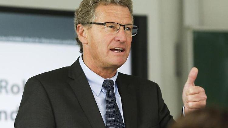 Bernd Buchholz (FDP) spricht während einer Veranstaltung. Foto: Frank Molter/Archivbild