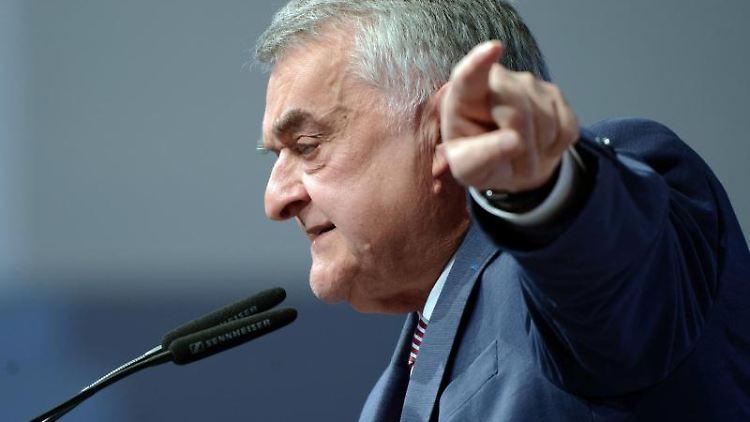 Herbert Reul (CDU) spricht beim Landesparteitag. Foto: Henning Kaiser/Archivbild