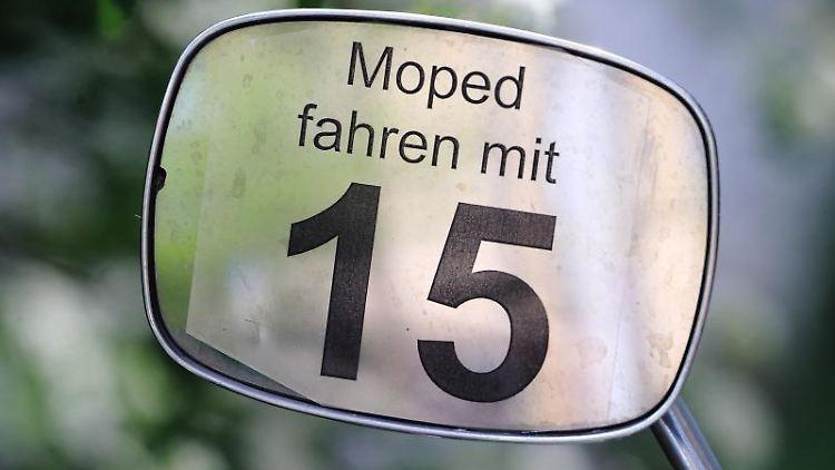 Moped-Führerschein ab 15.Foto: Jens Wolf/Archivbild