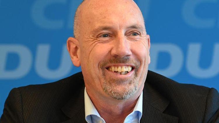 Carsten Meyer-Heder, CDU-Spitzenkandidat zur kommenden Bürgerschaftswahl in Bremen, lächelt. Foto: Carmen Jaspersen/Archivbild