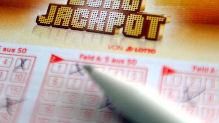 Ein Spieler aus Schleswig-Holstein gehört zu den vier Gewinnern der jüngsten Eurojackpot-Lotterie. Foto: Caroline Seidel/dpa/Archiv