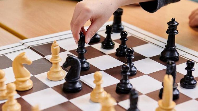 Gleich acht deutsche Schachmeisterschaften werden in den kommenden Tagen in Magdeburg ausgetragen. Foto: Annette Riedl/dpa/Archiv
