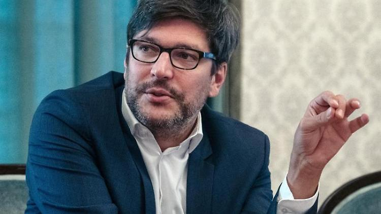 Justizsenator Dirk Behrendt (Bündnis 90/Die Grünen) stellt bei einem Pressegespräch eine neue Maßnahme vor. Foto: Paul Zinken/Archivbild