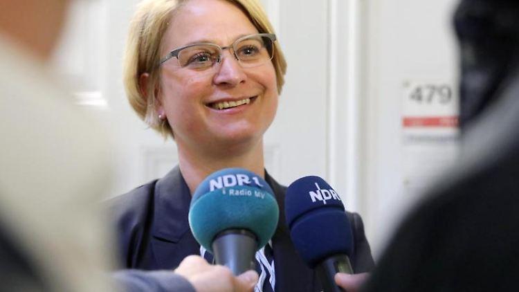 Birgit Hesse wird als Kandidatin der Fraktion für das Landtagspräsidenten-Amt vorgestellt. Foto: Bernd Wüstneck/Archivbild