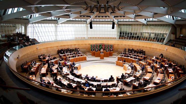 Der Landtag debattiert in Düsseldorf. Foto: Federico Gambarini/Archivbild