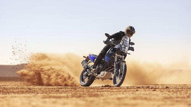2019-Yamaha-XTZ700-EU-Power_Black-Action-007-03.jpg
