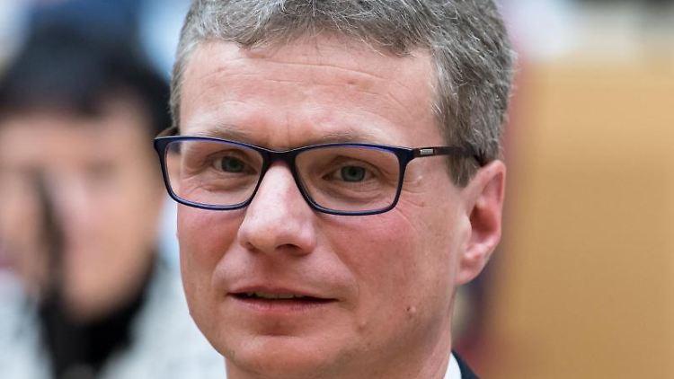Der bayerische Kunstminister Bernd Sibler (CSU) nimmt an einer Sondersitzung des bayerischen Landtags teil. Foto: Sven Hoppe/Archivbild